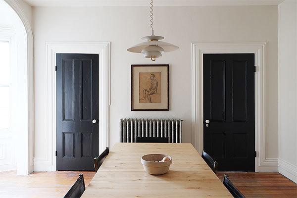 benjamin-moore-simply-white-on-a-wall-with-2-doors-painted-black